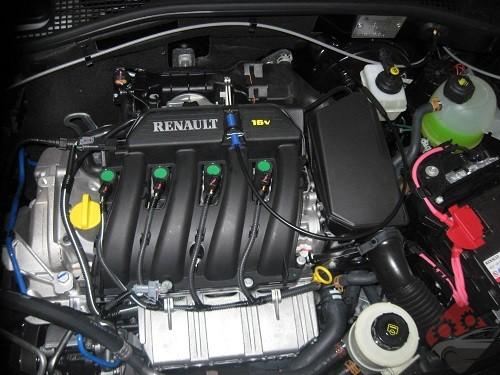 اسپری تمیز کننده روی موتور برسی